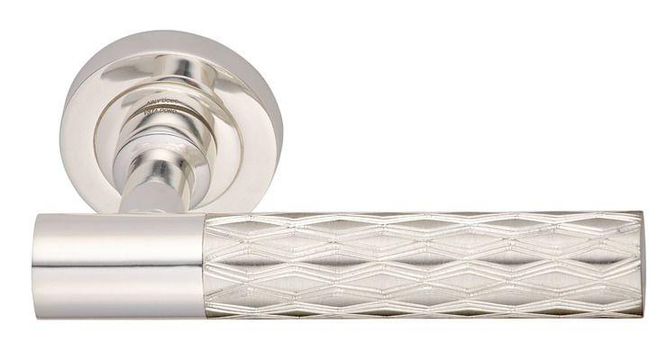 Dveřní klika Relief Linea se stříbrným potahem