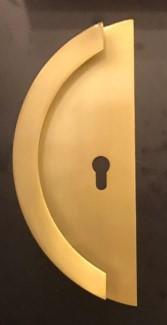 Madlo MOON se spojenou deskou a otvorem pro klíčovou dírku - zlatá barva