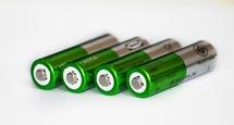 Na závodech miniaut učí diváky, jak likvidovat staré baterie a elektrozařízení