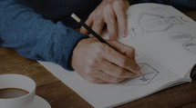 Ukázka procesu tvorby designu loga od první po finální variantu - od Martina Kušpála - přednášejícího na Marketing Mixu