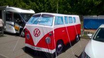 Volkswagen dodávka jako místo pro jednání